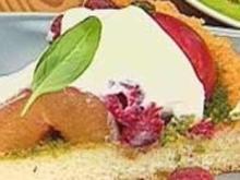 Pflaumen-Himbeer-Biskuit mit süßem Pesto - Rezept