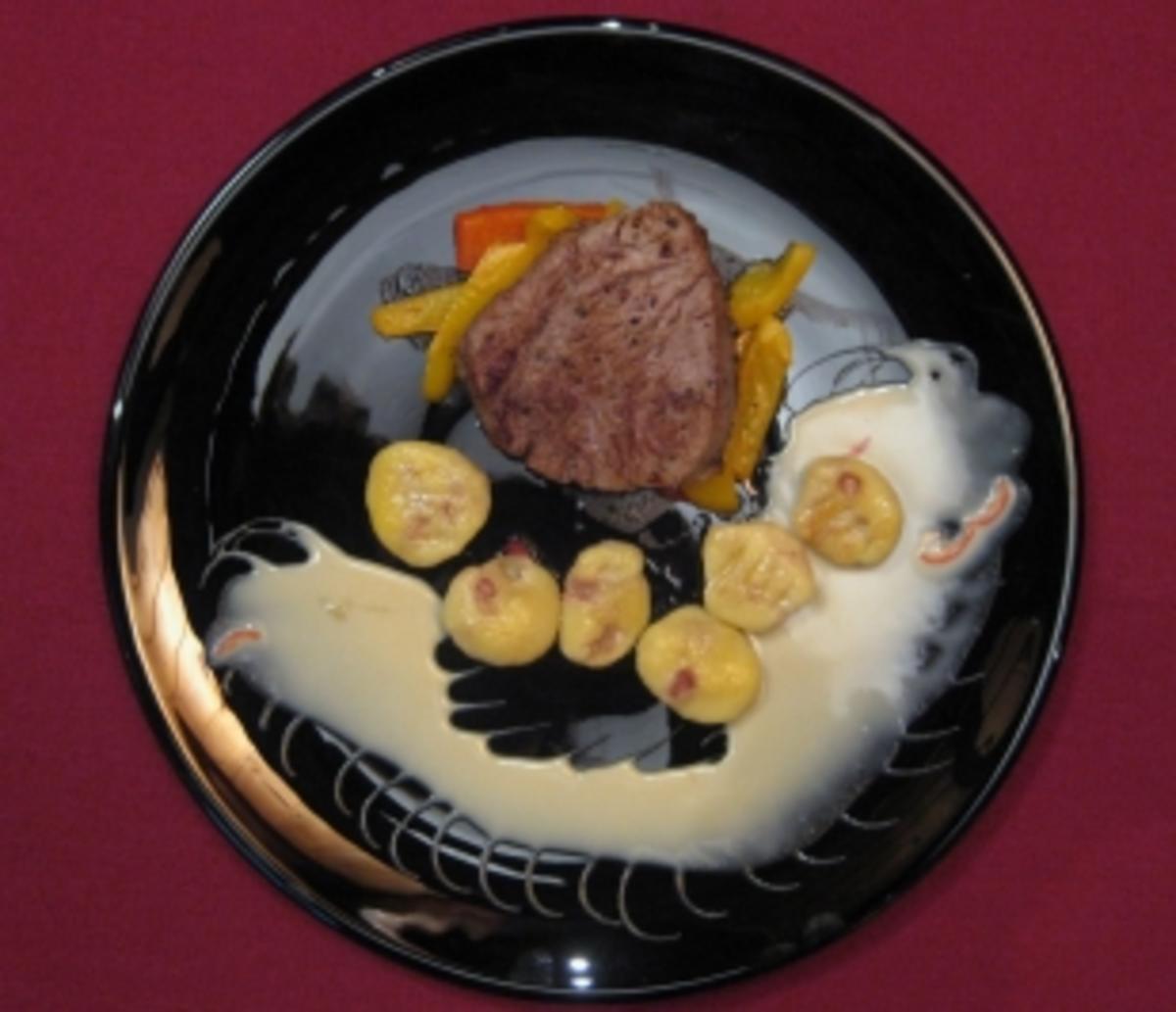 Rinderfilet an weißer Schokolade mit Chilisoße und Granatapfel-Gnocchi - Rezept By Das perfekte Dinner