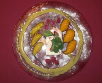 Himbeer-Joghurtterrine mit Mango-Minz-Confit, Marzipan und Eierlikör - Rezept