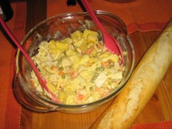 Geflügelsalat mit Ananas und Nüdelchen - Rezept
