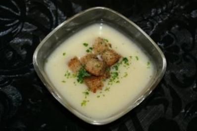 Pastinakencremesuppe mit Croutons - Rezept