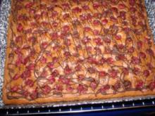 Rotweinkuchen mit Kirschen, Schokolade und Nüssen - Rezept