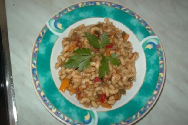 Nudel-Paprika-Pfanne mit Tomaten - Rezept