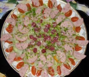Bunter Salat mit Regensburger - Rezept