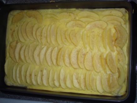 """Kikis Apfelkuchen mit Puddingguss auf Blätterteig """"light"""" - Rezept"""