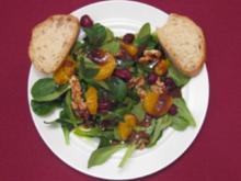Feldsalat mit Mandarinen, Cranberries, Walnüssen und Zwiebel-Feigen-Dressing - Rezept