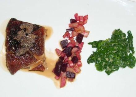 Marinierter Schweinebauch mit Rote Rübe, Schwarzwurzel, Morchel und Spinat - Rezept