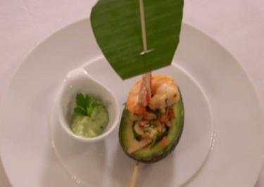 Meeresfrüchtesalat in einer Avocado - Rezept