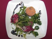 Räucherlachstatar auf Wintersalaten mit Frühlings-Dressing und Blätterteig - Rezept