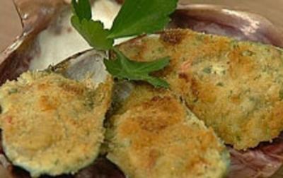 Muscheln mit Knobi-Béchamel und Bröseln überbacken - Rezept