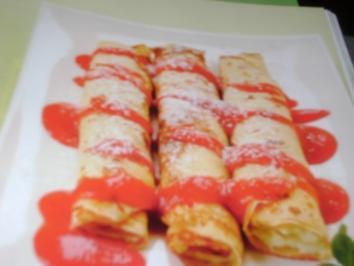 Topfen-Palatschinken mit Erdbeesauce - Rezept