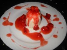 Mandel-Erdbeer-Flammerie - Rezept