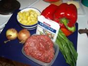Gefüllte Paprikaschoten auf Rosmarienkartoffeln an kalter Gurkensauce - Rezept