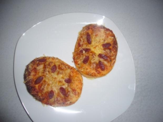 kikis minipizzas aus sonntagsbr tchen teig zum fertigbacken rezept. Black Bedroom Furniture Sets. Home Design Ideas