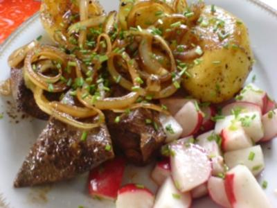 Kalbsleber zu Radieschensalat und Röstkartoffeln - Rezept