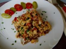 Tomaten-Rührei auf Brot - Rezept