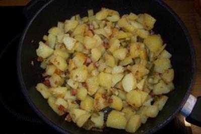Rezept: Bratkartoffeln mit Speck und Gurke