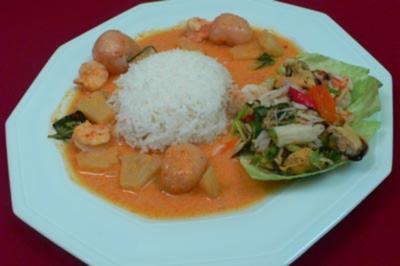 Meeresfrüchtesalat Yam Taley Gaeng Kua Gung – roter Curry mit Garnelen - Rezept
