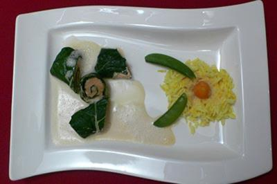 Mangold-Lachsröllchen mit Fenchelsamensoße und Safranreis - Rezept