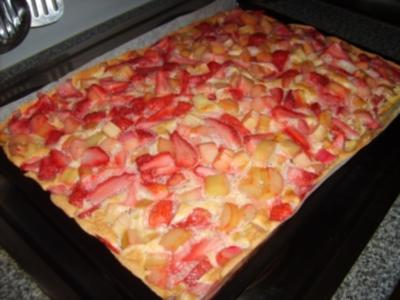 Erdbeer Rhabarber Blechkuchen - Rezept