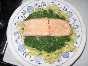 Lachs mit Spinat und Bandnudeln - Rezept
