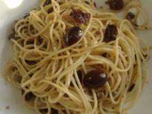 Pasta mit Oliven,Kapern und Zitrone - Rezept