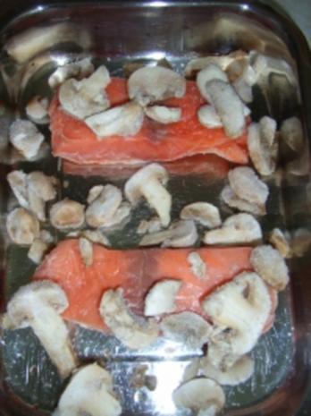 Lachs-Champigons-Gratin auf Pommes frittis - Rezept - Bild Nr. 3
