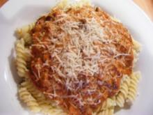 Hackfleischsauce mit Nudeln und Parmesan - Rezept