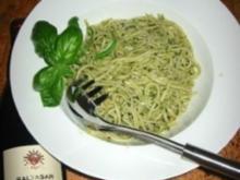 Käse - Basilikum Pesto mit Spinatnudeln alla mama :D - Rezept