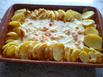 Zwiebelhähnchen im Kartoffelrand - Rezept