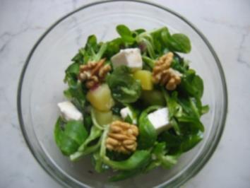 Rezept: Feldsalat mit Schafskäse und Walnüssen