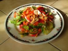frischer Salat mit geschmorten Paprika und Champignons - Rezept