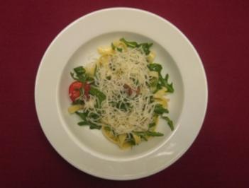 Salat von Tagliatelle mit Rucola und Pecorino - Rezept