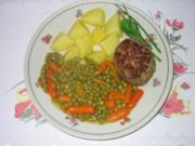 Hauptgericht: Fleischpflanzerln mit Karotten-Erbsen-Gemüse und Salzkartoffel - Rezept
