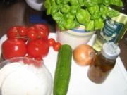 Tomaten- Gurkensalat mit Feta - Rezept