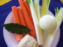 EINTOPF/SUPPEN: Weiße-Bohnen-Suppe mit Hackmurmeln - Rezept
