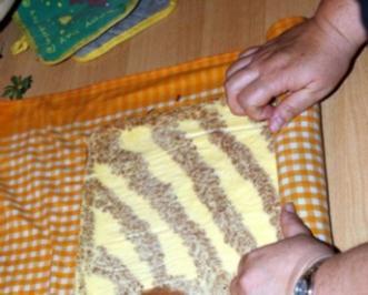 Erdbeer Zebra Rolle - Rezept