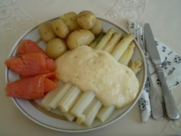 Spargel mit Klärchens Sosse, neuen Kartoffeln und Räucherlachs - Rezept