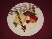 Weißes Schokoladeneis mit rosa Pfeffer, Marquise au Chocolat und Erdbeerterrine - Rezept