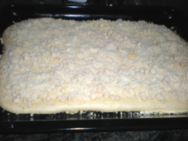 KUCHEN: Hefe-Streuselkuchen vom Blech - Rezept