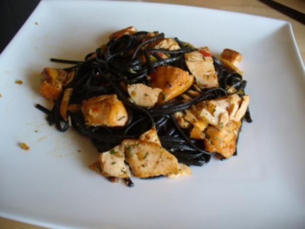 Frische schwarze Tagliatelle mit Chili und Lachs - Rezept - Bild Nr. 4