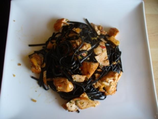 Frische schwarze Tagliatelle mit Chili und Lachs - Rezept - Bild Nr. 2