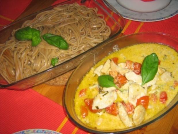 Barolonudeln mit Hähnchenbrust, an Tomaten Gorgonzolasauce - Rezept