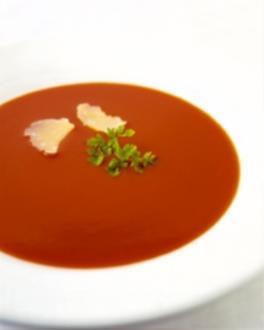 Tomatencremesuppe mit Sahnehäubchen - Rezept