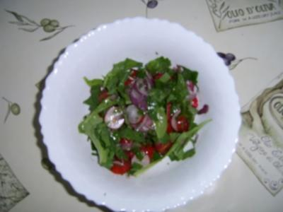 Unkautsalat mit Tomate und Radieschen - Rezept