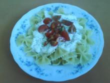 Farfalle mit Knoblauchjoghurtsoße und Cherry Tomaten - Rezept