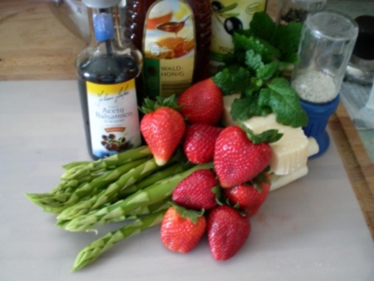 Bilder für Spargel-Erdbeer-Salat - Rezept