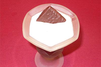 Joghurt-Minze-Creme auf Kirschen - Rezept