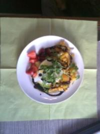 Mangochillisalsa mit Büffelmozzarella und Erdbeeren - Rezept