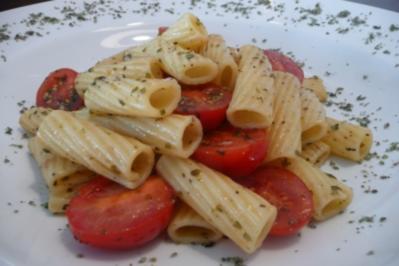 Sommerpasta mit Tomaten und Majoran - Rezept